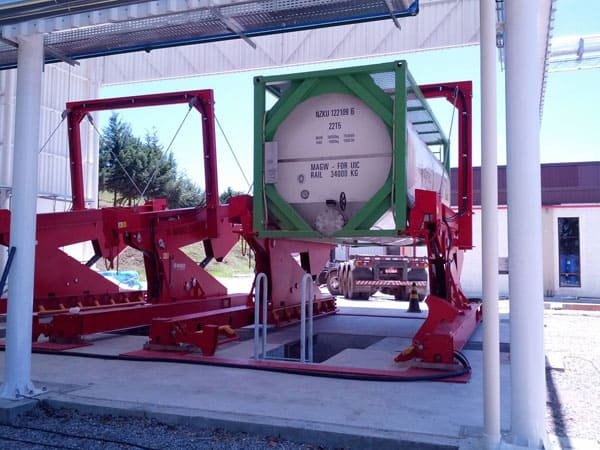 A-ward-Installs-A-20-Foot-Unloader-For-Liquid-Enzymes-In-Brazil-4